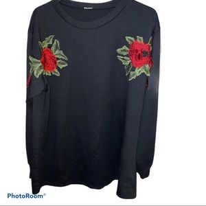 Black rose embroidered sweat shirt Top 🌹